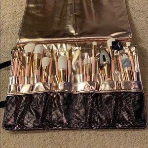 Gently Used Furless Cosmetics Brush Set
